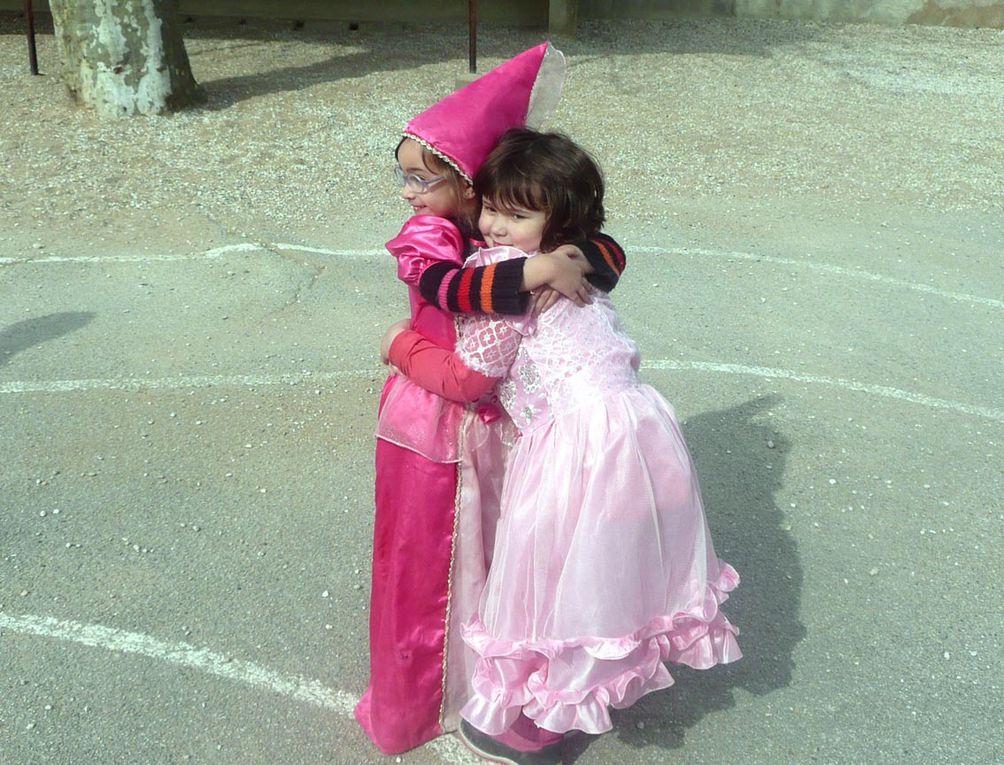 Beaucoup de couleurs au carnaval de la maternelle