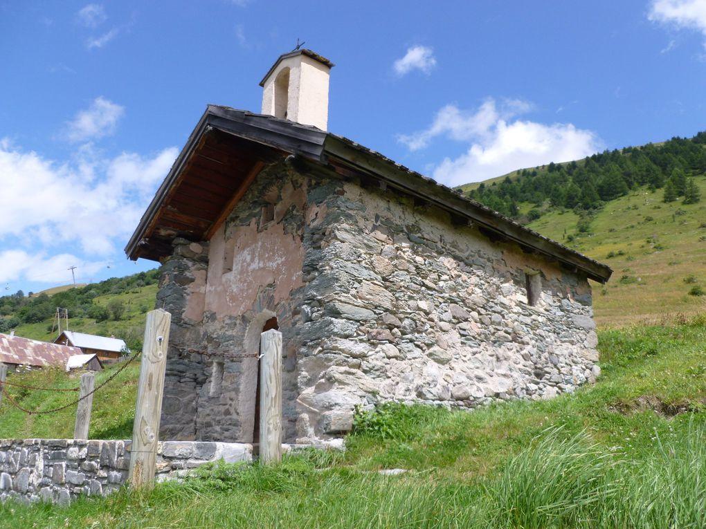 Encore une chapelle, encore des marmottes, un vieux pont de bois sur la Neuvachette