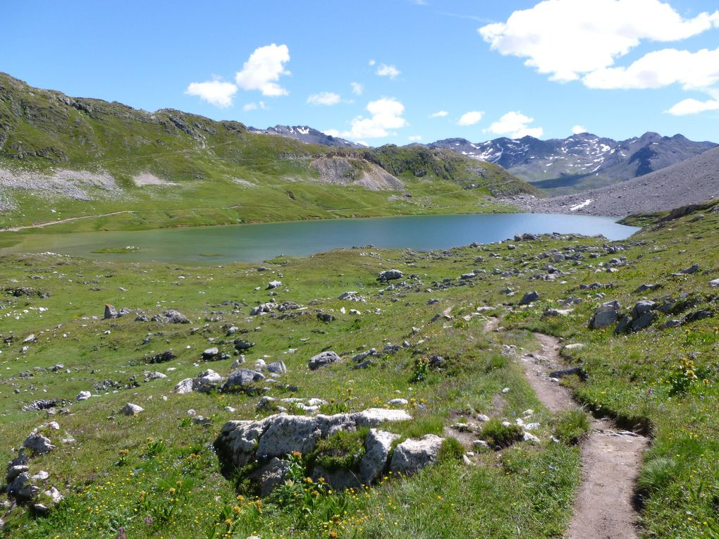 Les lacs et les cols environnants