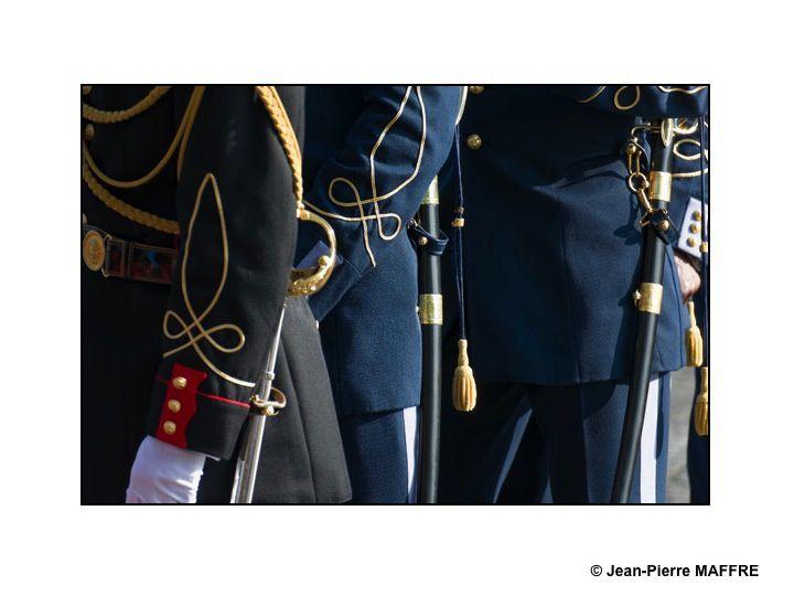 Un aperçu de l'Armée Française avec, entre autres, la Patrouille de France, la Marine, l'Armée de terre, la Légion Etrangère comme si vous y étiez. Paris, les 14 juillet 2013.