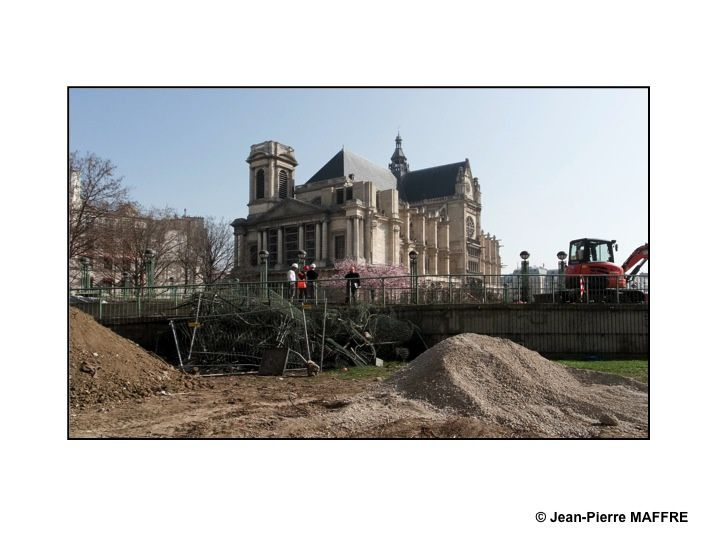 Avant l'apparition de la Canopée, profitons de cette vision éphémère du chantier de la démolition du site réalisé dans les années 1980. A suivre…