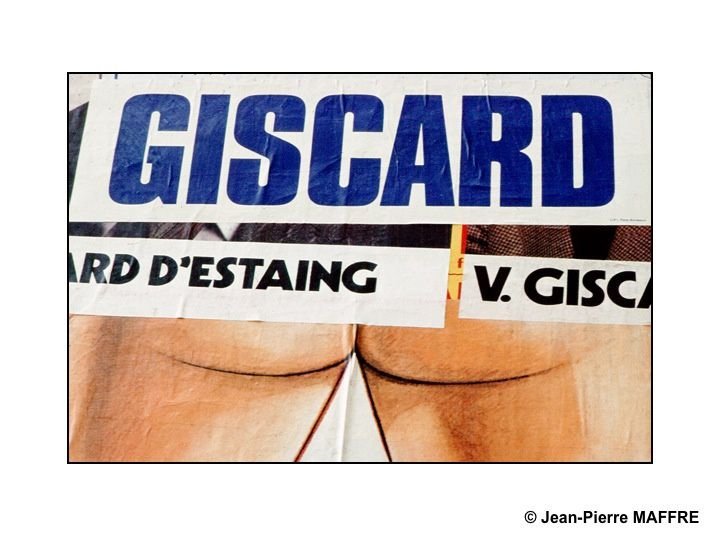 Collages humoristiques d'affiches lors de la campagne présidentielle de 1974. Dans leur précipitation, les colleurs d'affiches, à de très rares exceptions près, n'ont pas le temps de regarder où ils placent leurs affiches.