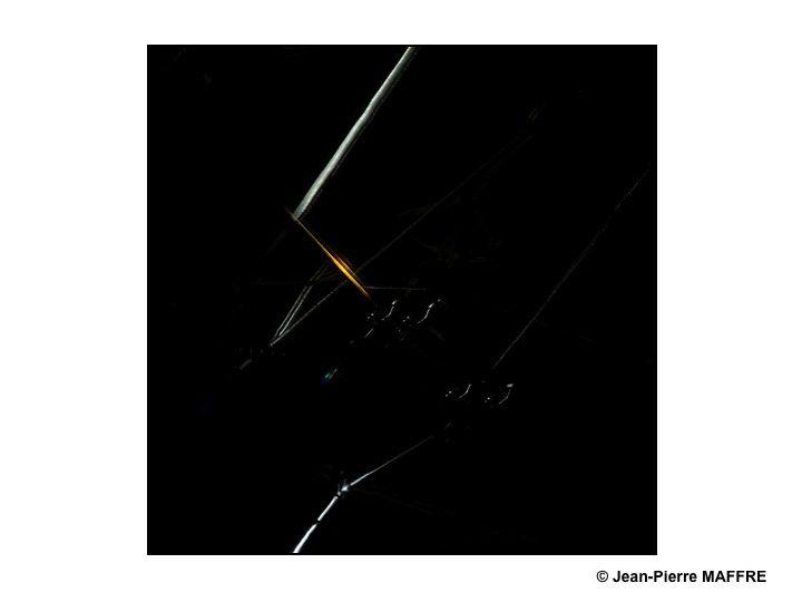 De la lumière, du verre et du métal, rien de plus concret pour faire de l'abstrait. Sans oublier Photoshop.