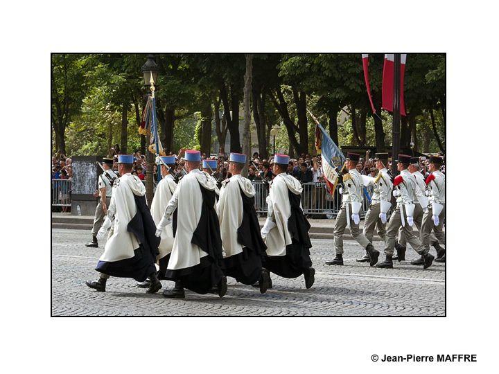Un aperçu de l'Armée Française avec, entre autres, la Patrouille de France, la Marine, l'Armée de terre, la Légion Etrangère comme si vous y étiez. Paris, le 14 juillet 2015.