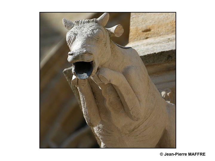 """Classée au patrimoine mondial de l'UNESCO et située dans le village de l'Epine près de Châlons-en-Champagne, la basilique Notre-Dame de l'Épine est surnommée """" Le joyau de la Champagne """". Chef-d'œuvre du style gothique flamboyant, elle comporte une centaine de gargouilles dont certaines sont très expressives."""