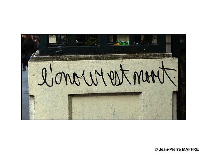 Difficile de trouver de l'amour dans les tags qui souvent enlaidissent nos villes. Au bout de deux années, on y arrive.