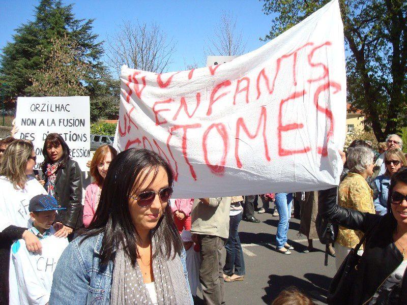 Le mardi 15 avril, manifestation de plus 200 parents enseignats et élus contre le projet de carte scolaire