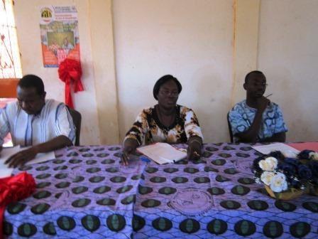 De gche à drte Idrissa Zorom, Marie Bernadette Tiendrébéogo, Auguste Soré,  Une vue du public