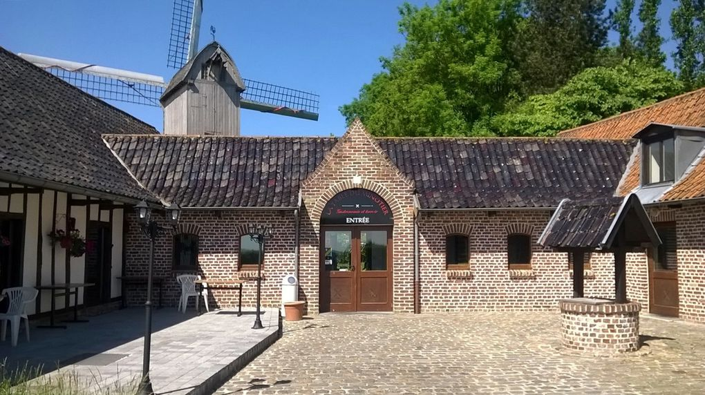 Tedeghem, La table du Minotier et moulin à vent.