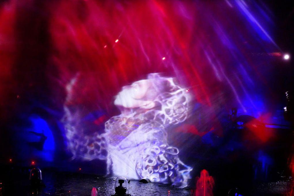 Diaporama présentant La Forge aux Etoiles, la nouvelle Aquaféérie 2016 du Futuroscope par le Cirque du Soleil, février 2016, images personnelles)