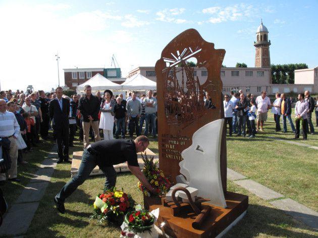 Des Stèles mais aussi le combat des veuves de Dunkerque pour exiger Justice.