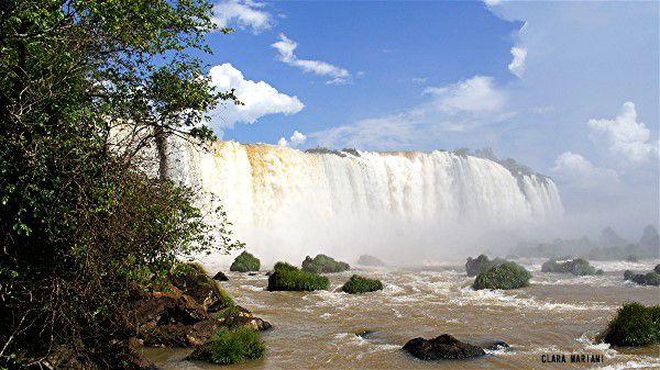 Garganta del Diablo (Gorge du Diable), 90 m de haut, 700 m de long en forme de U, vue depuis le  Brésil.(laisser les images défiler)