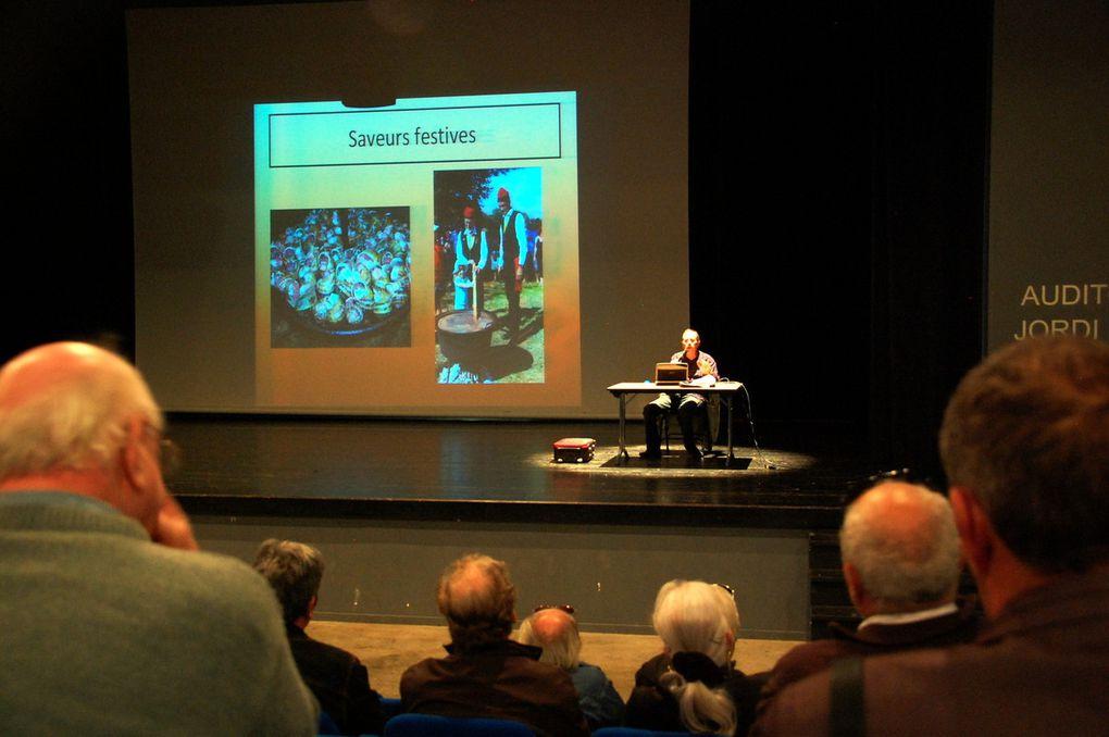 Les photos de la conférence.