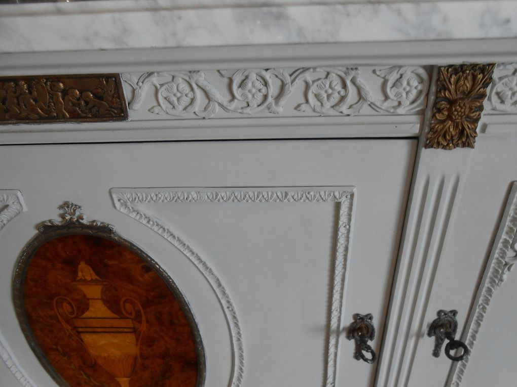 Détail du bahut et de ses décorations