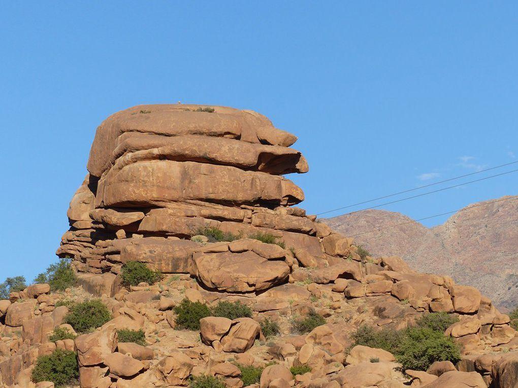 Agadirs et rochers peints