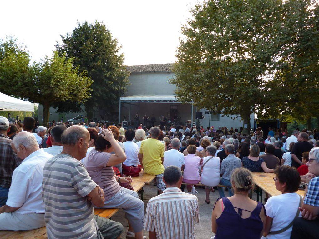 Le groupe courant s' est produit devant un nombreux public.Et le soir l' association des gaulois a attiré plus 250 personnes pour le diner.