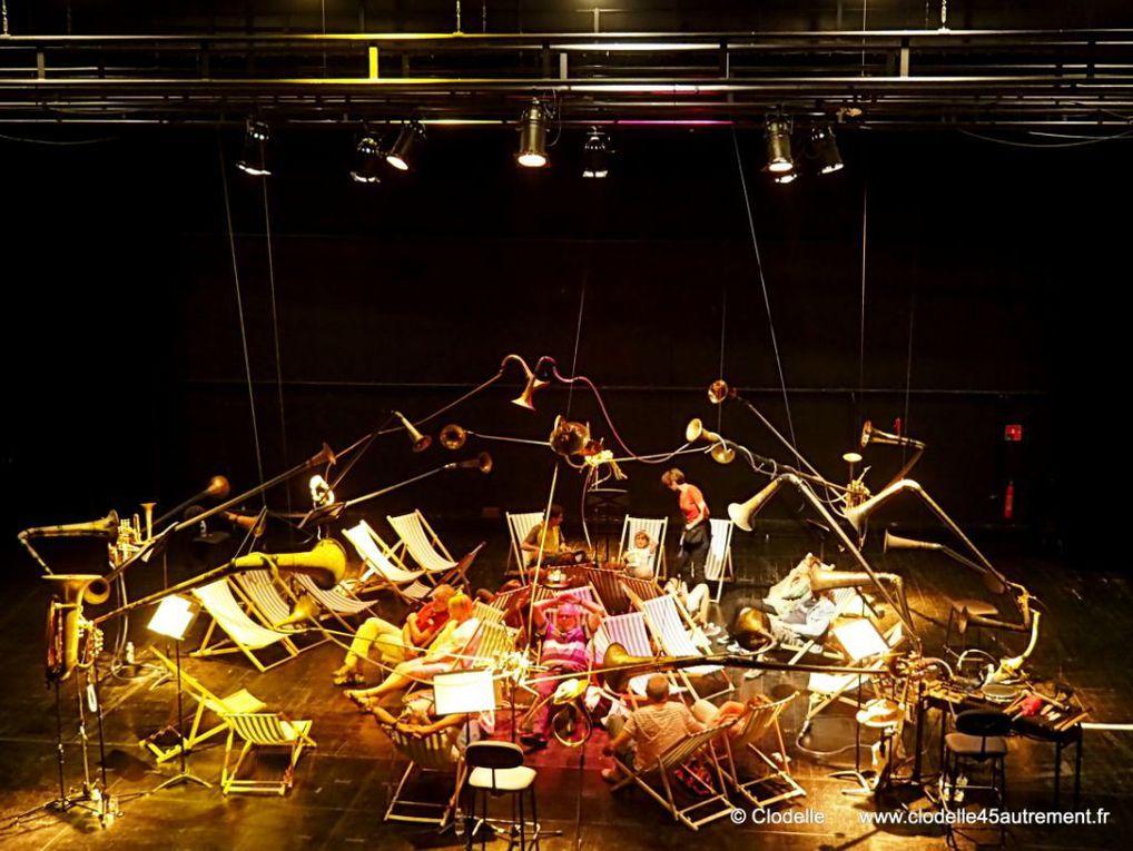 SPAT'SONORE pour 8 musiciens et auditeurs sur transats lors des SOIREES TRICOT #2 au THEATRE D'ORLEANS
