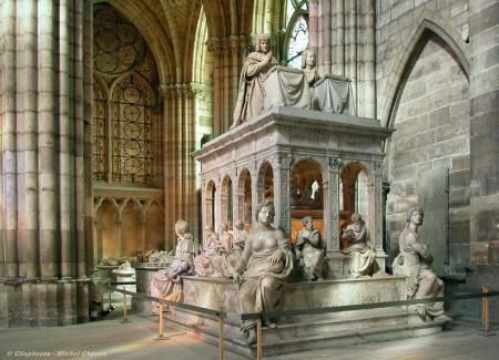 Basilica northern facade, interior of the transept, recumbent effigy of Charles V and Jeanne de Bourbon and tomb of Louis XII and Anne de Bretagne