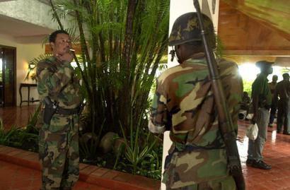 Daily Beast. The DEA Nabs Haiti's Guy Philippe: Rebel, Drug Runner, and Politician - avec ma trad en français (mis à jour)