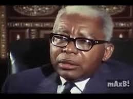 Lafontant, sa profession, ses lunettes, sa coupe de cheveux et son programme  : &quot&#x3B;prévenir et réprimer &quot&#x3B;  ça ne vous rappelle pas quelque chose ? Brrr...