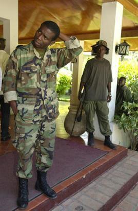 Les trafiquants et les blanchisseurs veulent monter une milice pour protéger leur commerce illicite.