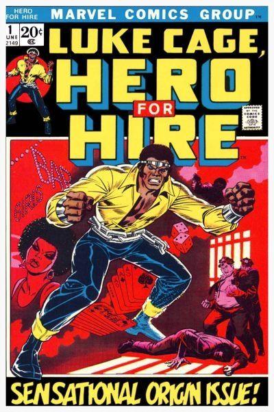 Dans l'ordre : extrait des débuts de la Justice League, couverture du premier numéro de Luke Cage, et couverture du numéro d'Astonishing X-men mettant en scène le mariage de deux de ses protagonistes.