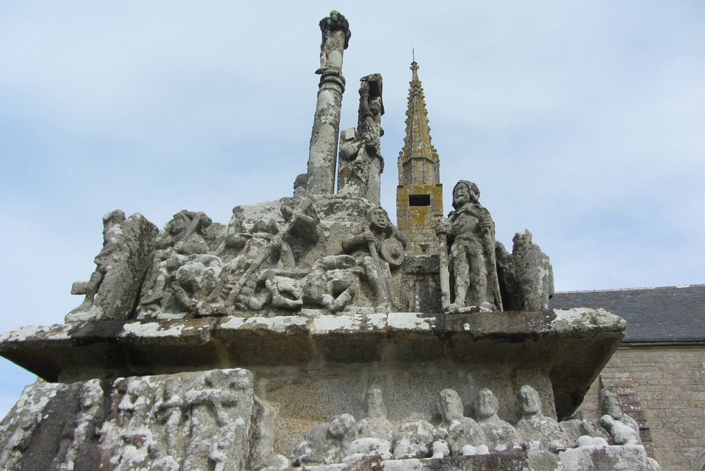 Eglises et calvaires bretons