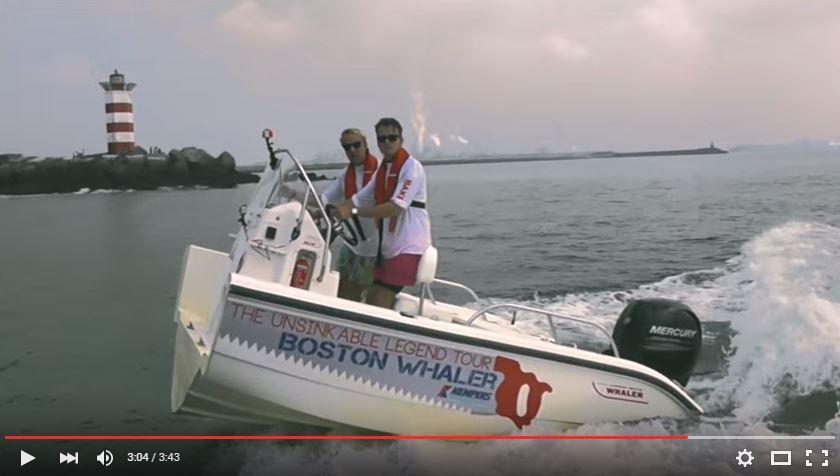 VIDEO - surprenant, un hors-bord navigue, coupé en deux !