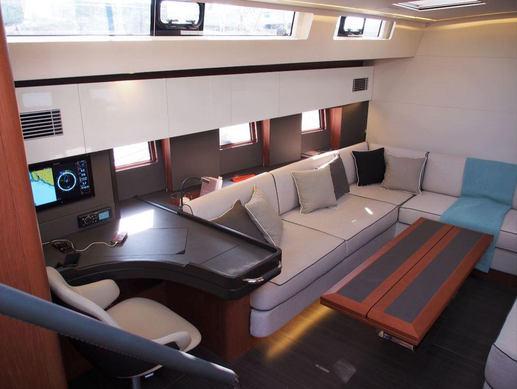 Le Bénéteau Océanis Yacht 62 dévoile ses aménagements