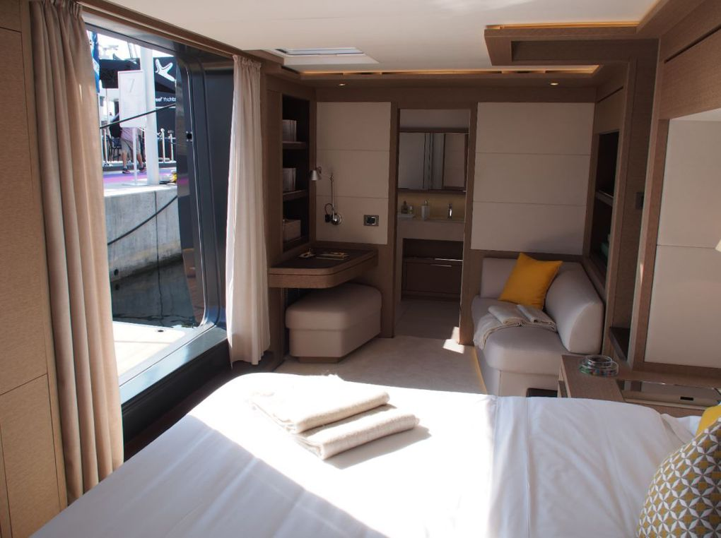 La cabine propriétaire du Lagoon Seventy 7 avec son balcon escamotable de bordé