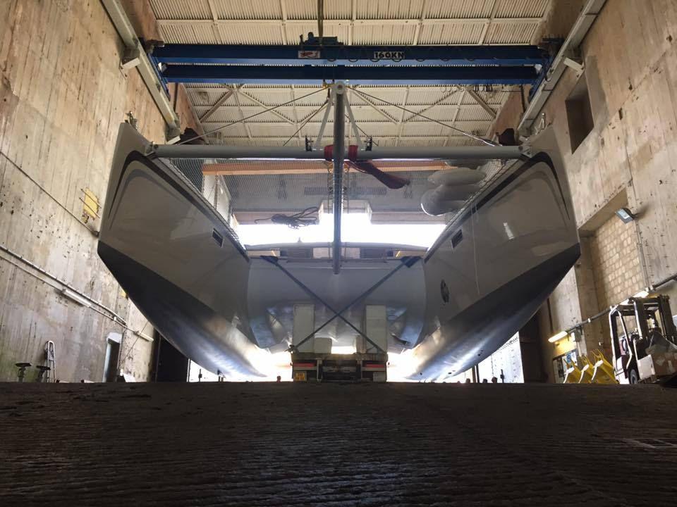 Mise à l'eau du dernier catamaran de Marsaudon Composites, l'EOS 54