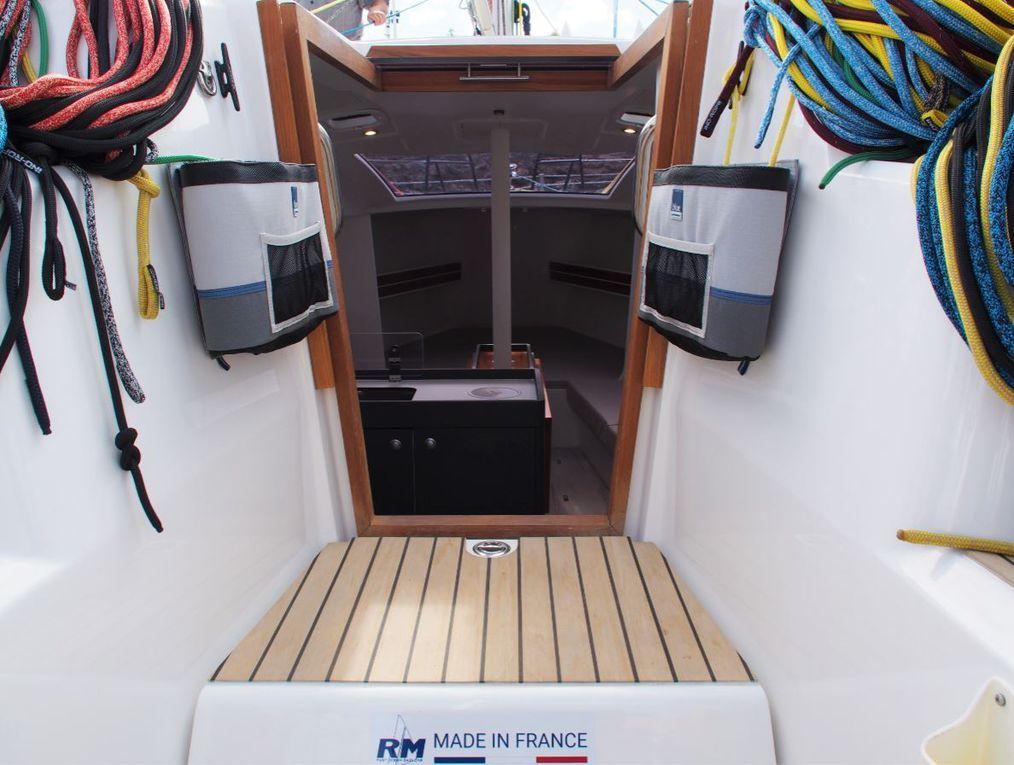 Nouveau RM 970 - un design intérieur qui tranche dans l'univers de la voile