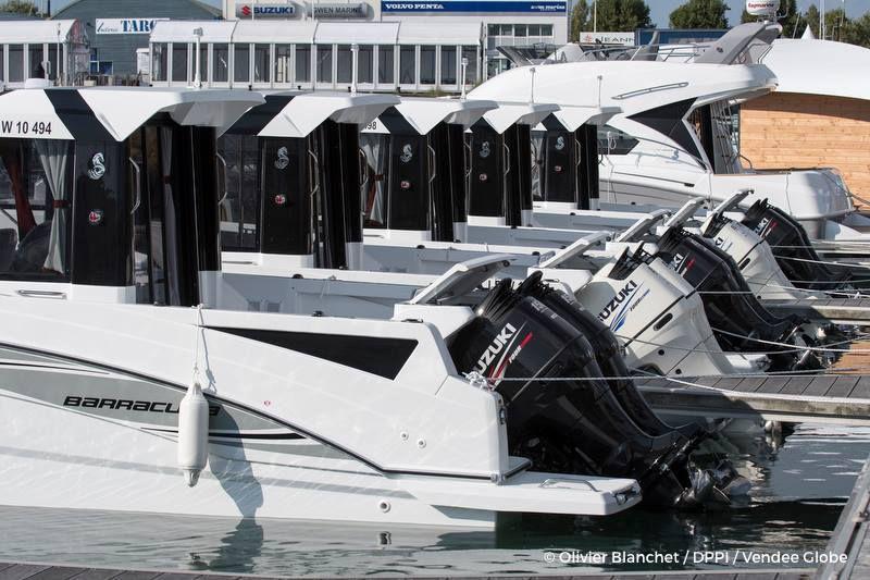 Les Sables d'Olonne - Les premiers bateaux du Vendée Globe ont quitté le ponton