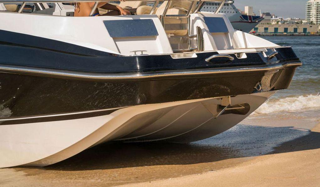 Scoop VIDEO - Afina 3950, le bateau à moteur qui mélange les genres, entre bowrider, cabin-cruiser et pontoon boat !
