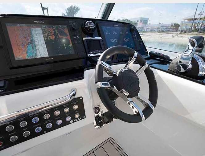 Aquila 36 – Bow-rider, hors-bord et... catamaran!