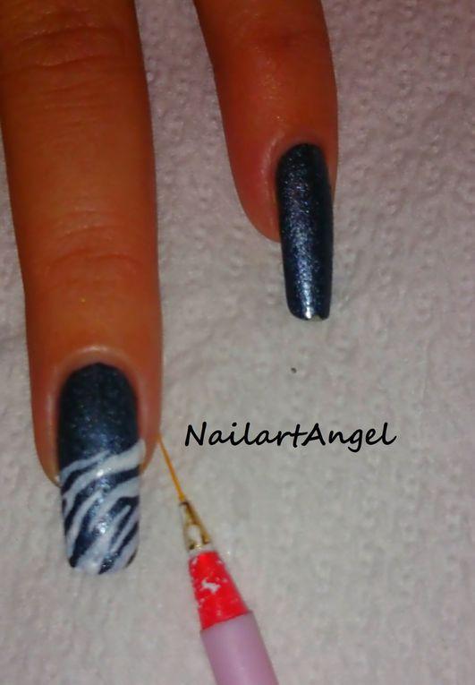 Nail art zèbre, effet jeans, nail art pas à pas. Girly et tendance. #tutoriel facile à réaliser