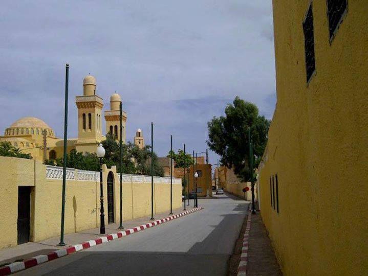 Photos de Laghouat&#x3B;le Schettet,Mgatae el guebli,Boughfifila,Oasis nord,Rue de L'église,Zgag Hadjadj,Place des oliviers et le mausolée de Sidi Mabrouk.et