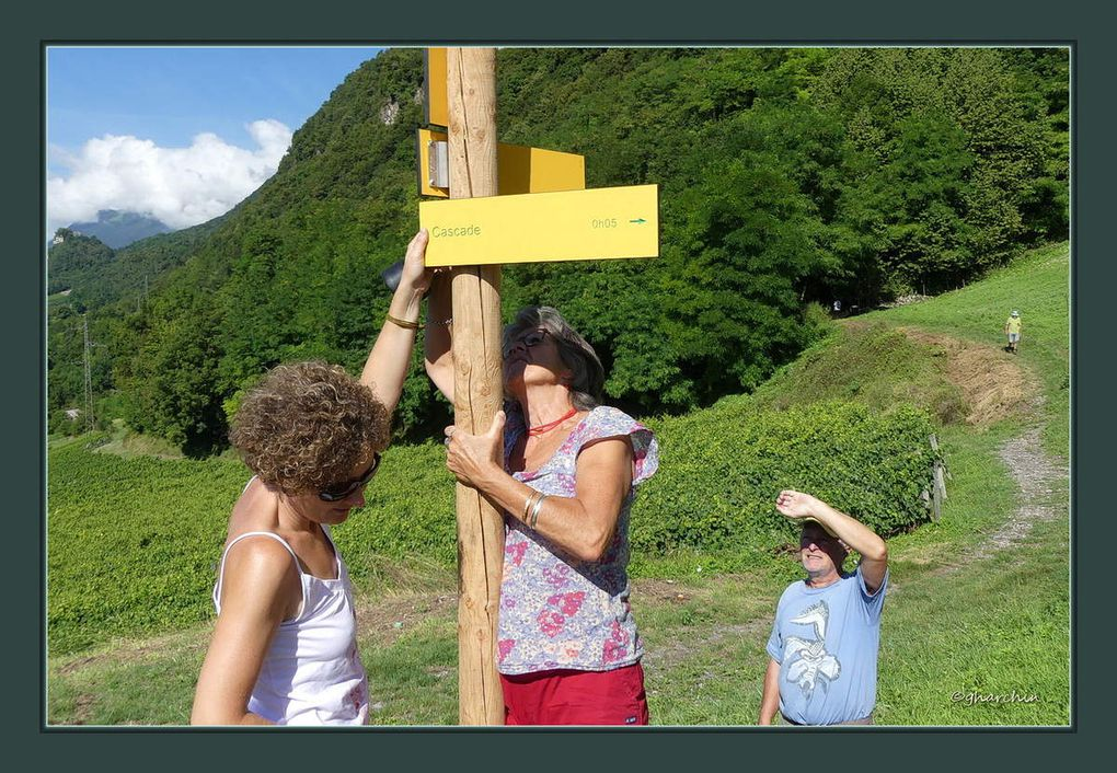 6 pour un poteau de quatre directions... Certains discuteront de l'horizontalité en montagne...