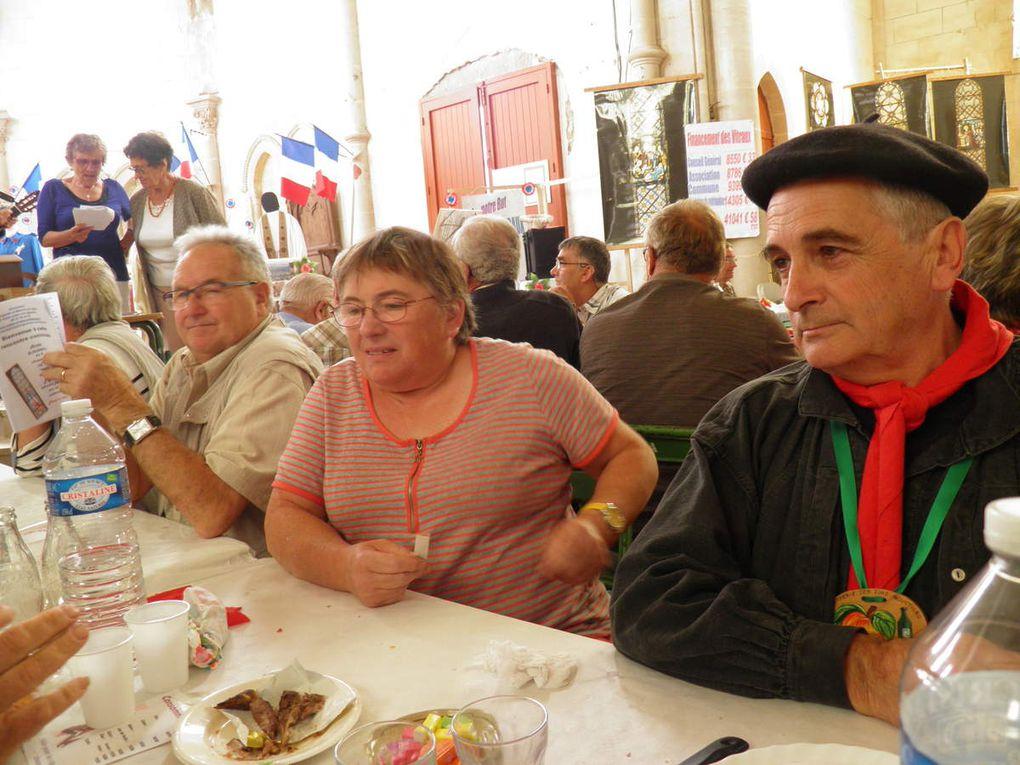La Confrérie participe au barbecue amical annuel de Saint-Julien des Églantiers.
