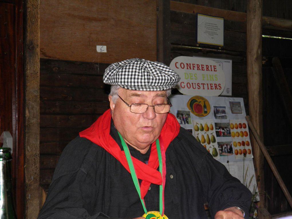 De 2007 à 2013 : remise de prix à Sainte-Anne de Champfrémont, repas convivial à Saint-Pierre-des-Nids, assemblées générales, concours cidricoles à Pré-en-Pail et Saint-Céneri, repas de la Confrérie... André était toujours parmi nous.