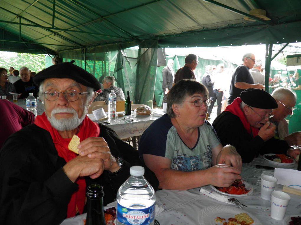 La Confrérie des Fins Goustiers et les Amis de la Confrérie au repas champêtre de Bazonnel en 2016.