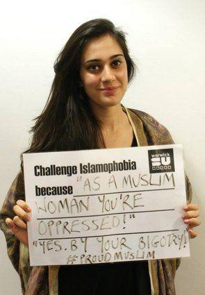 Photos noir &amp&#x3B; blanc, regards dans le vide, sourires tristes...Comment les musulmans-militants travaillent leur image