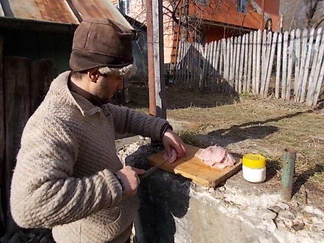 marché couvert de Pucioasa (1 euros=4.40 lei), un repas au resto le 11/12, fin de semaine a Vurfuri  au travail du bois.