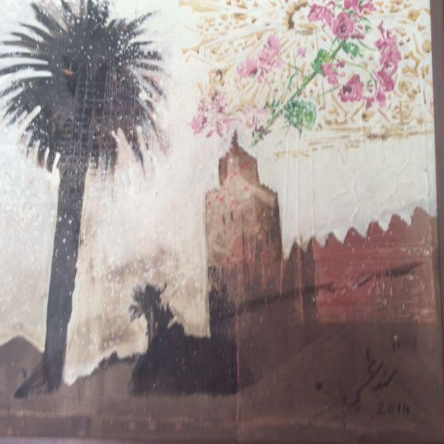 Au pied de la Koutoubia une porte discrète à droite de l'entrée de la résidence consulaire donne accès au dernier saint des saints culturels initié par la France en pays marrakchi. Un lieu entièrement rénové que nous découvre Véronique Gérard. Une sorte de temps perdu et mystérieux retrouvé notamment avec cette porte murée par laquelle les princes de l'époque accédaient, hier, à la mosquée de la Koutoubia.