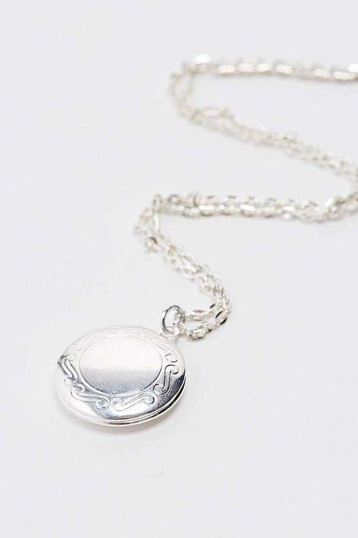 Un collier de BFF sympa mais bon faut oublier le petit coeur qui se sépare en deux ok ^.^ ils viennent aussi de urban outfitters