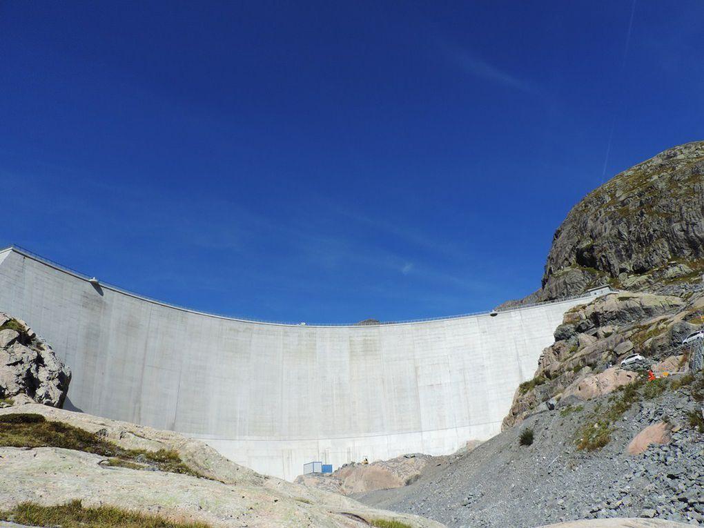Descente des rochers puis remontée pour passer au-dessus du barrage du Vieux Emosson