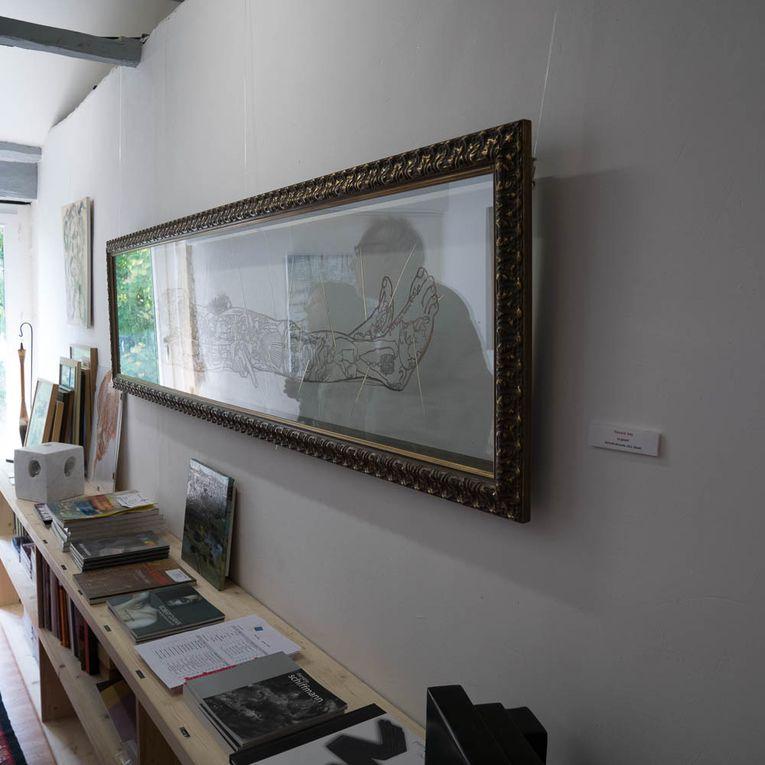 Diaporama de quelques vues du vernissage de l'exposition, consacrée aux usages du papier dans la création contemporaine.