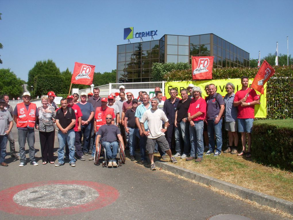 Piquet de grève devant l'usine CERMEX à Corcelles Lès Cîteaux le 11 juin 2015
