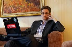 El presidente ruso está barajando enviar a Snowden de regreso a EE.UU. como un 'regalo' para su homólogo estadounidense, según un informe de la televisión CBS.