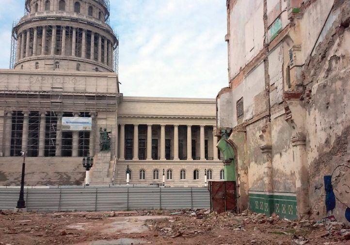 Un sistema económico que parece diseñado para generar la felicidad del ajeno, a costa del eterno sacrificio del ciudadano cubano (foto del autor)